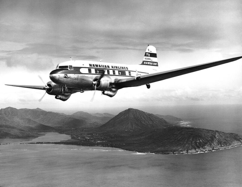 "Hawaiian Airlines Douglas DC-3 ((16""x20"")) Print"