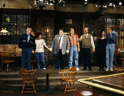 CHEERS - TV SHOW PHOTO #20 - CAST PHOTO TAKING A BOW