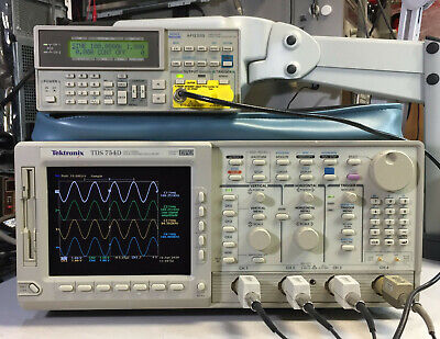 Tektronix Tds754d Oscilloscope 500mhz 2gss 13 1f 2m 2f 2c New Crt