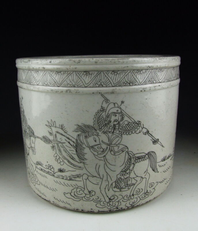 CHINA ANTIQUES WHITE PORCELAIN BRUSH HOLDER WITH WARRIOR