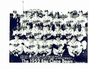 1952-EAU-CLAIRE-BRAVES-HANK-AARON-PRE-ROOKIE-8X10-TEAM-PHOTO-VINTAGE-BASEBALL