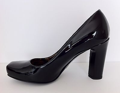625.00 MSRP!Gorgeous!Dolce&Gabbana 7.5 Black Patent Leather classic pumps 37.5