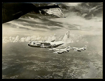 Press-Photo Foto 1960  Betankung zweier Douglas A-4 Skyhawk von e. Lockeed GY-1
