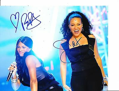 SALT N PEPA GROUP SIGNED SEXY BLACK OUTFITS IN CONCERT 8X10 (Salt N Pepa Outfits)