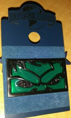 UNIVERSAL STUDIOS THEME PARK INCREDIBLE HULK STAINED GLASS COLLECTIBLE PIN RARE