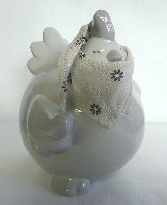 Poule beige HAPPY avec foulard - H. 20 cm , en céramique. Neuf