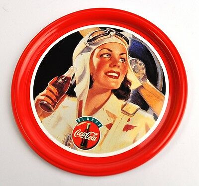 Schöner Metall Blech Coca-Cola 10,5 cm Untersetzer Coaster Coke Pilot Lady rot