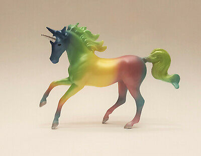 Breyer 2019 Stablemate Unicorn Crazy Surprise Series 2 Rainbow Chase Magnolia