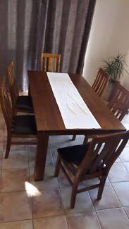 Beautiful 7 piece Dining Setting as new
