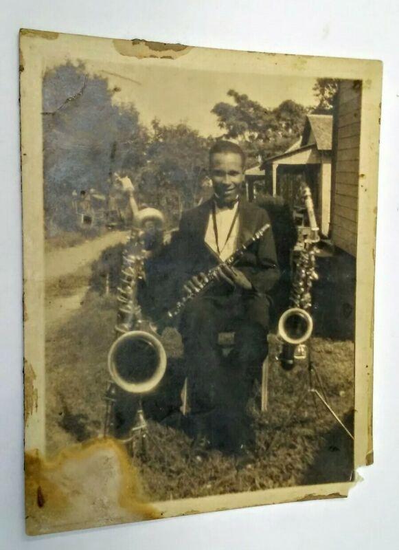 JAZZ MUSICIAN WITH SAXOPHONES 1940 BLACK AMERICANA 8X10