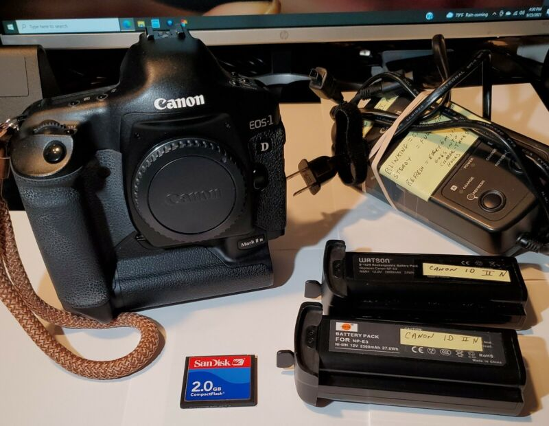 EXC A+ Canon EOS 1 D Mark II N 8.2MP Digital SLR Camera + 2 BATTERIES + CHARGER