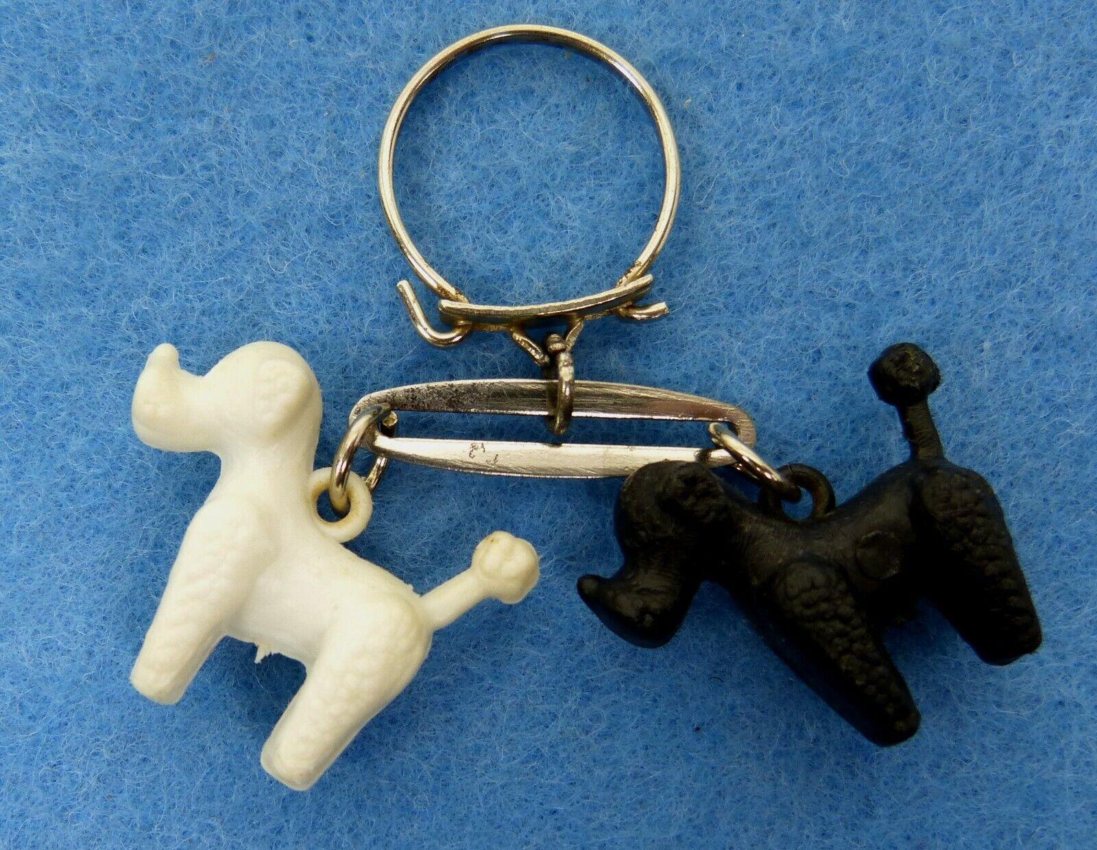 Porte-clés, key ring - 2 caniches noir et blanc - 2 poodles black and white -