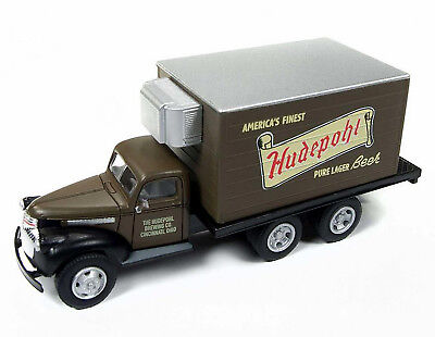 Classic Metal Works HO 30506 '41/46 Chevy Box Refrigerated Truck, Hudepohl Beer