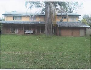 One Bedroom with Bathroom in empty house.Free Utilities.Lakeside Killarney Vale Wyong Area Preview