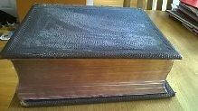 Antique Large 1884 Lectern Bible needs rebinding as covers need putting together
