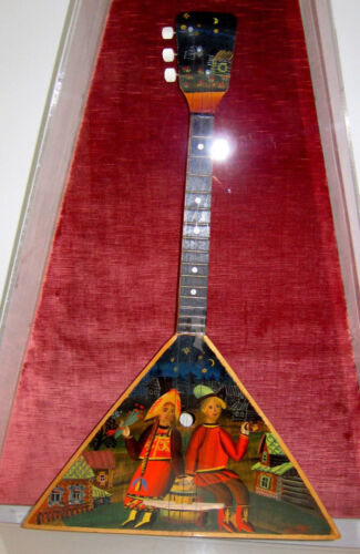 RUSSIAN BALALAIKA HAND PAINTED FOLK SCENE STRING INSTRUMENT  WALL CASE mandolin