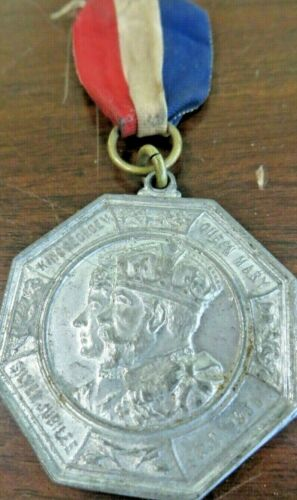 1935,KING GEORGE V,QUEEN MARY SILVER JUBILEE MIDDLESEX ENGLAND AWARD PENDENT