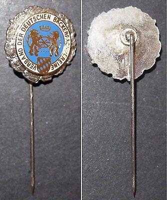 Emaillierte Ehrennadel Verband der deutschen Bäckerfachvereine Kranz silberfarb.