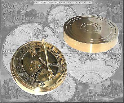 Kompass aus Messing mit integrierter Sonnenuhr (8)