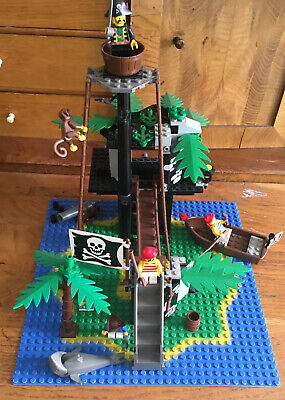 Vintage LEGO Pirates Forbidden Island (6270)