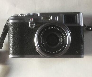 Fujifilm x100s, beautiful camera in excellent condition