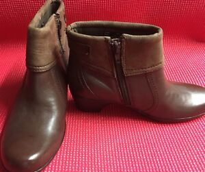 CLARKS WOMENS ANKLE BOOTS size 6M