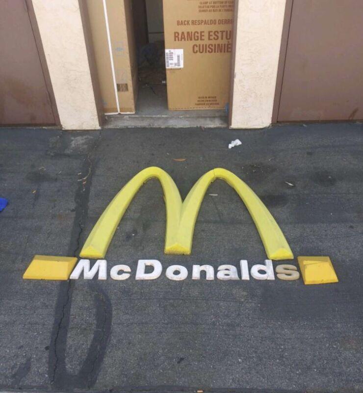 McDonalds Golden 1  Arche Sign & Small McDonalds