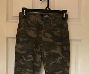 TWO PAIRS OF NWT SKINNY JEANS SIZE 0