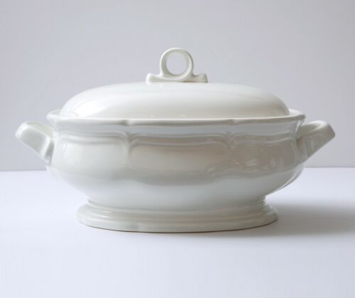 Mikasa FRENCH COUNTRYSIDE 2.5 qt Oval Covered Casserole and Lid F9000