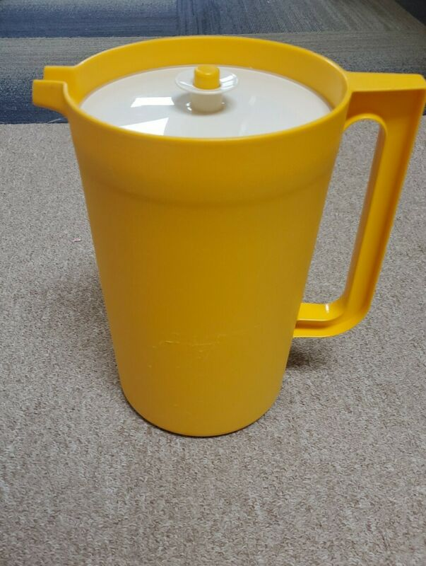 Vintage Tupperware 1 Gallon Pitcher 1416-4  Harvest Gold  & Beige Lid