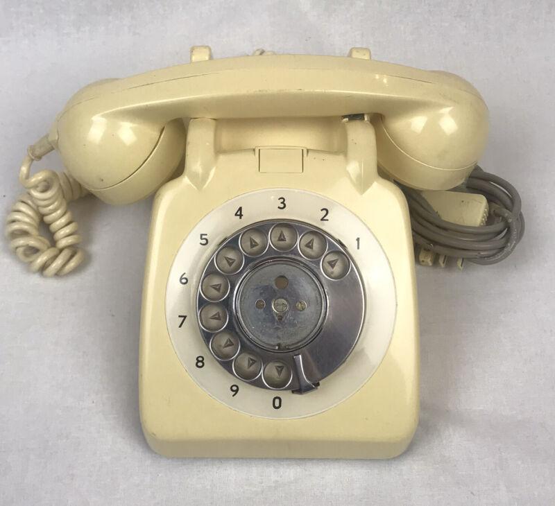 Retro Cream 1970s Rotary Dial Telephone