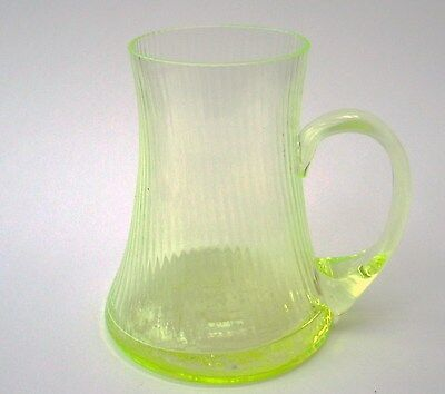 Annagelbes Uranglas / Uraniumglass  Henkellglas mit optischen Dekor und Jubiläum