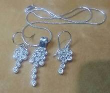 STUNNING HANDMADE WHITE GOLD AND DIAMOND NECKLACE AND EARING SET Rockingham Rockingham Area Preview