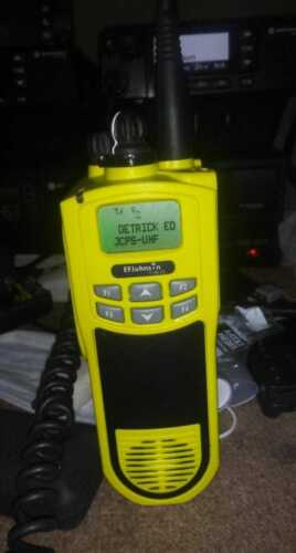 EF Johnson 5100 ES UHF  DIGITAL P25 / FM