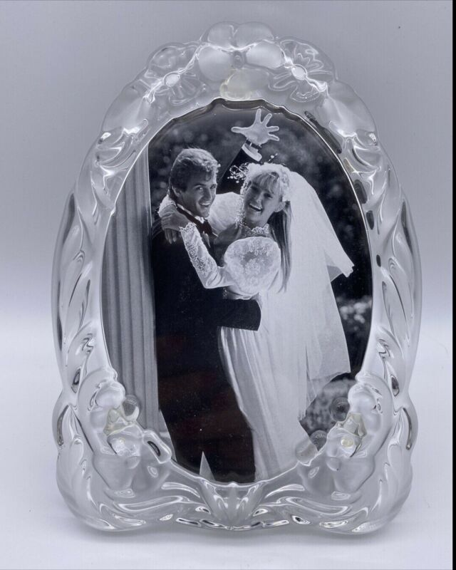 """Mikasa """"Classic Memories"""" 9"""" Crystal Oval Picture Frame 5x7 Picture NIB"""
