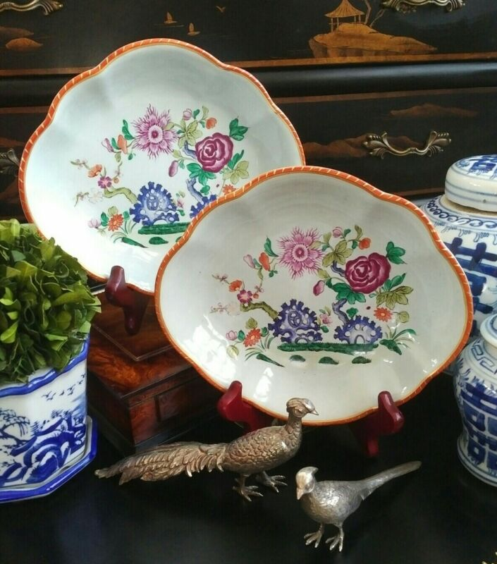 Stunning Rare Mottahedeh Lowestoft Chinoiserie Scalloped Botanical Plate Pair