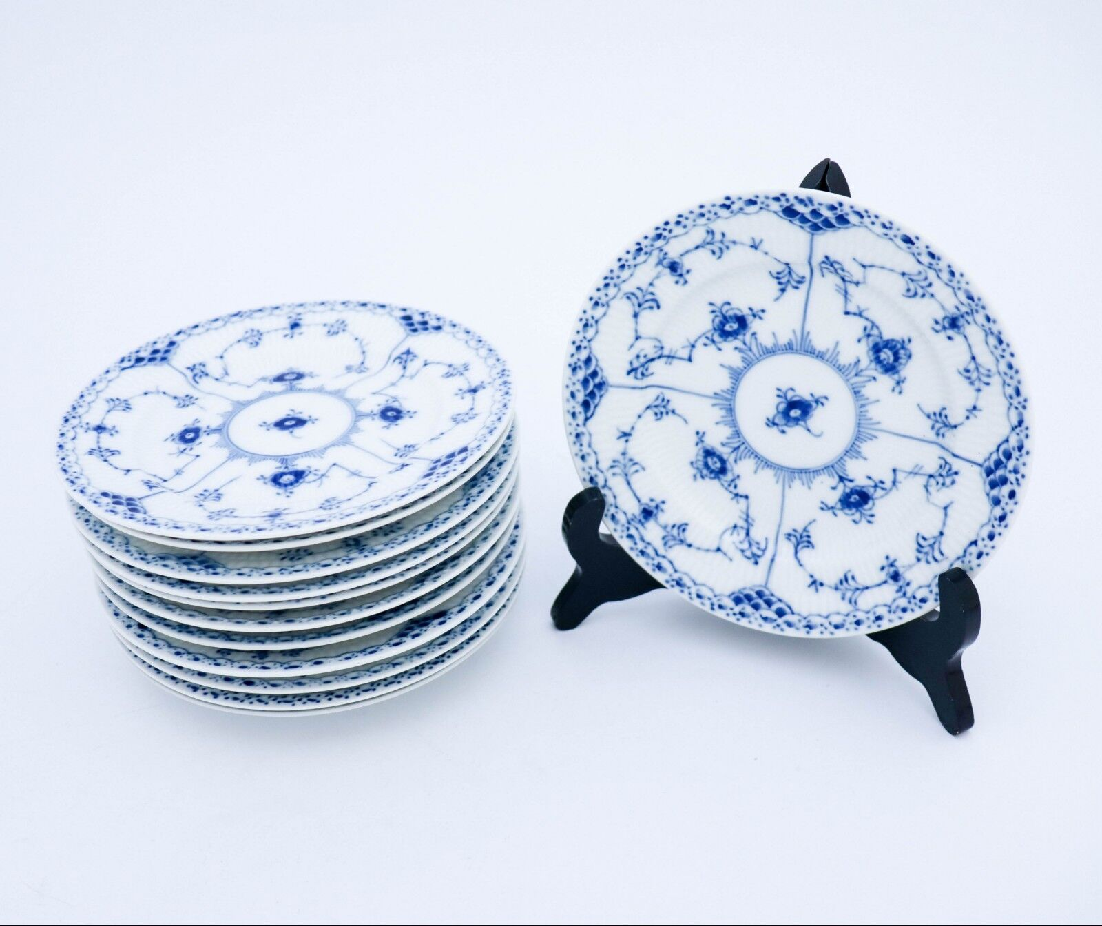 industry blue fluted plates - HD1600×1344