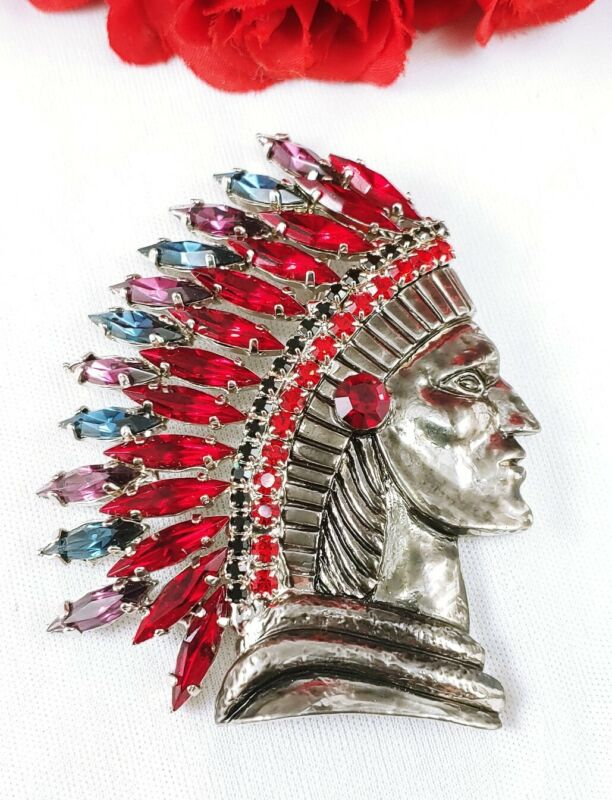 (W) Vintage Prong Set Rhinestone Feathered Chief Indian Head Brooch Pin Navette