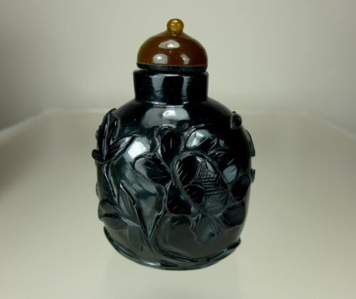 BLACK JADE CARVED SNUFF BOTTLE, 19th Century