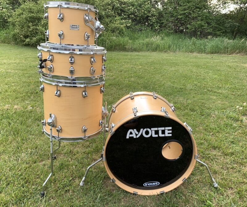 Ayotte Velvet 4 Piece Maple Drum Set 20/14/10/14 Natural Finish