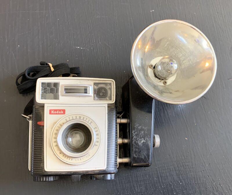 Vintage KODAK BROWNIE STARMATIC Camera & KODALITE MIDGET FLASH HOLDER w/ Strap