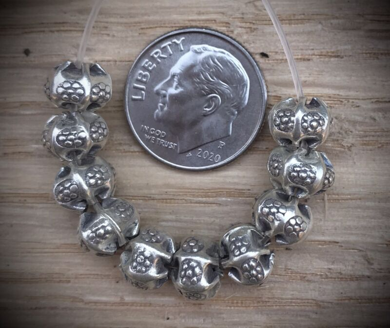 10 Hill Tribe Silver Pleated Round Beads With Daisies