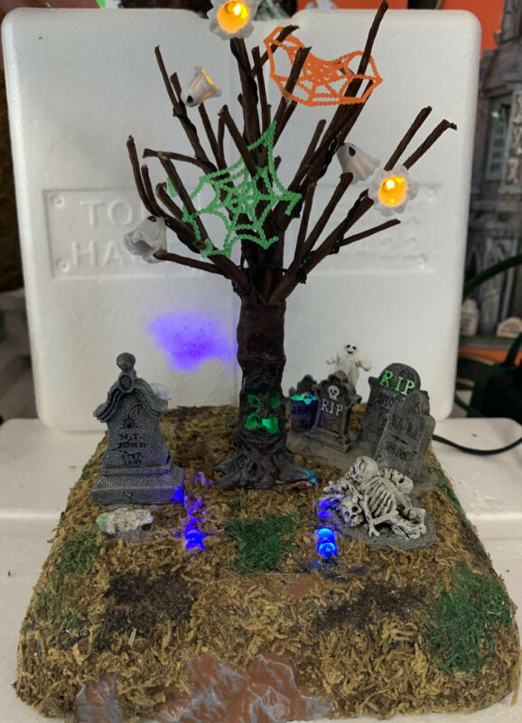 Lemax Halloween Spooky Town CEMETERY CAPERS Lighted/Animated IN BOX