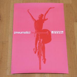 PNEUMATICI PIRELLI poster manifesto pubblicitario Bicicletta Massimo Vignelli - Italia - Si sostituiscono tutti i prodotti in vendita. L'acquirente deve contattare il venditore nell'arco massimo di 7 giorni dalla ricezione dell'ordine. Una volta che il venditore accoglie la richiesta di reso, l'acquirente dovrà rispedire, a sue spes - Italia