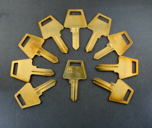 Lots of AM3 1045 5AM1 Type Key Blanks for American Padlock