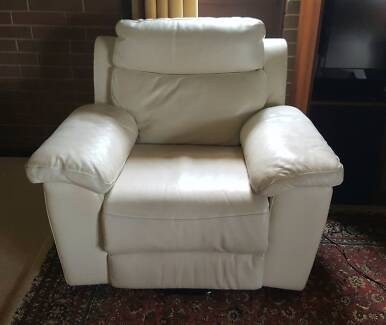 ELECTRIC Cream Leather Automatic RECLINER & Lift CHAIR