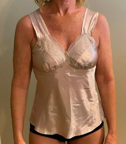 Secrets Champagne Camisole with lace Silky Size S 33