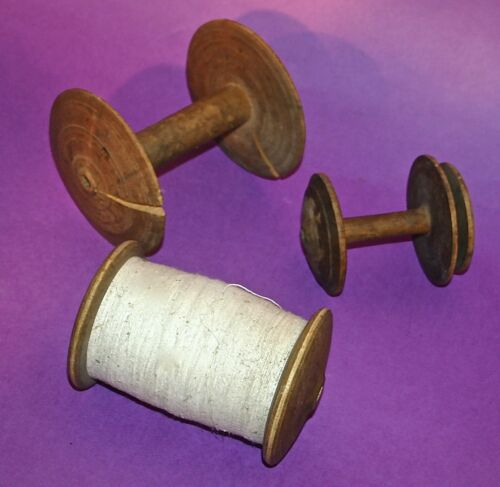 1890 ORIGINAL ANTIQUE SET WOOD SPINNING WHEEL PRIMITIVE SPOOLS BOBBINS