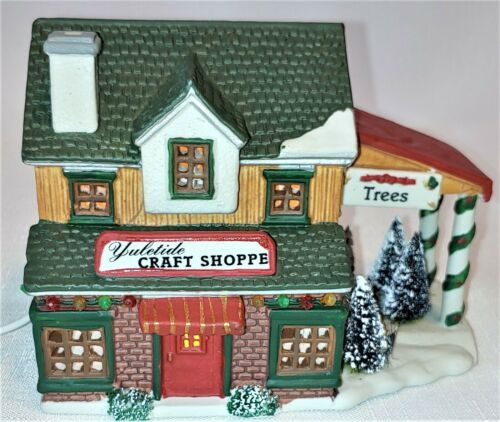 """""""Harvest Crossing Yuletide Craft Shop"""" by LeMax Lighted 1996"""