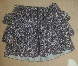 Pre-owned used women's floral/black/zip skirts - sizes 12/16/L Woy Woy Gosford Area Preview